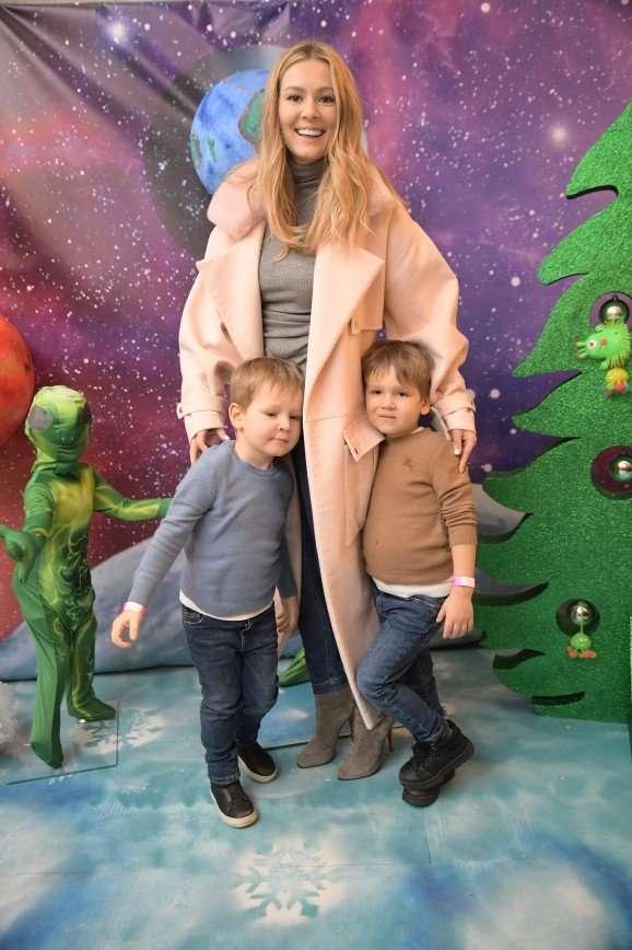 Научная елка в РАН: дочка Юлии Пересильд увлекается химией, а сын Марии Кожевниковой – будущий космонавт