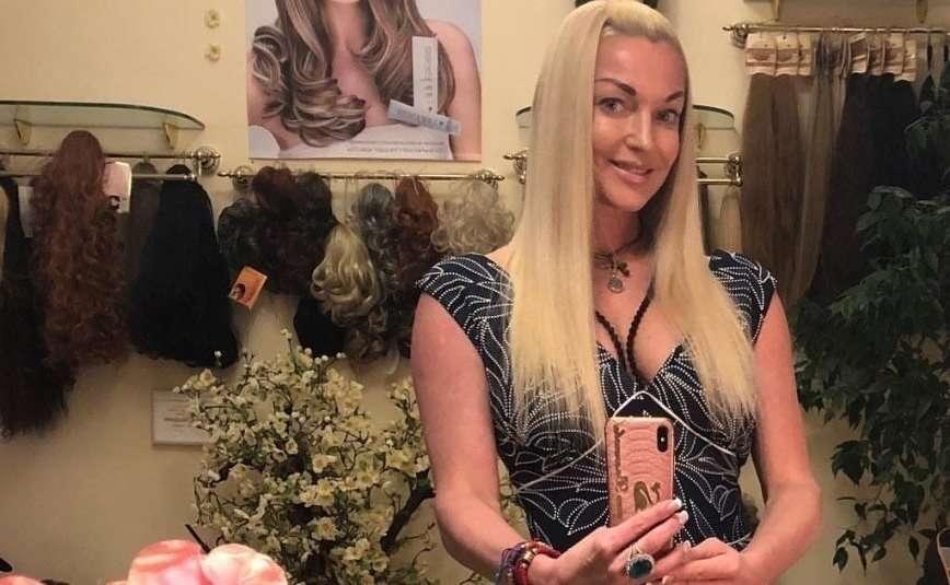 Долой длинные волосы: Анастасия Волочкова сменила имидж