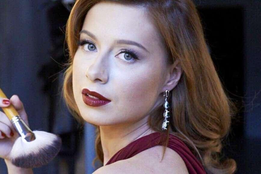 Юлия Савичева поблагодарила поклонников за 13 лет преданности