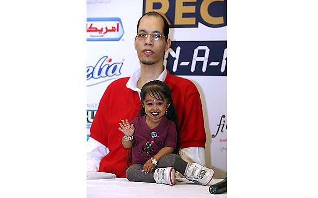 Встреча самой маленькой индианки с гигантом из Марокко