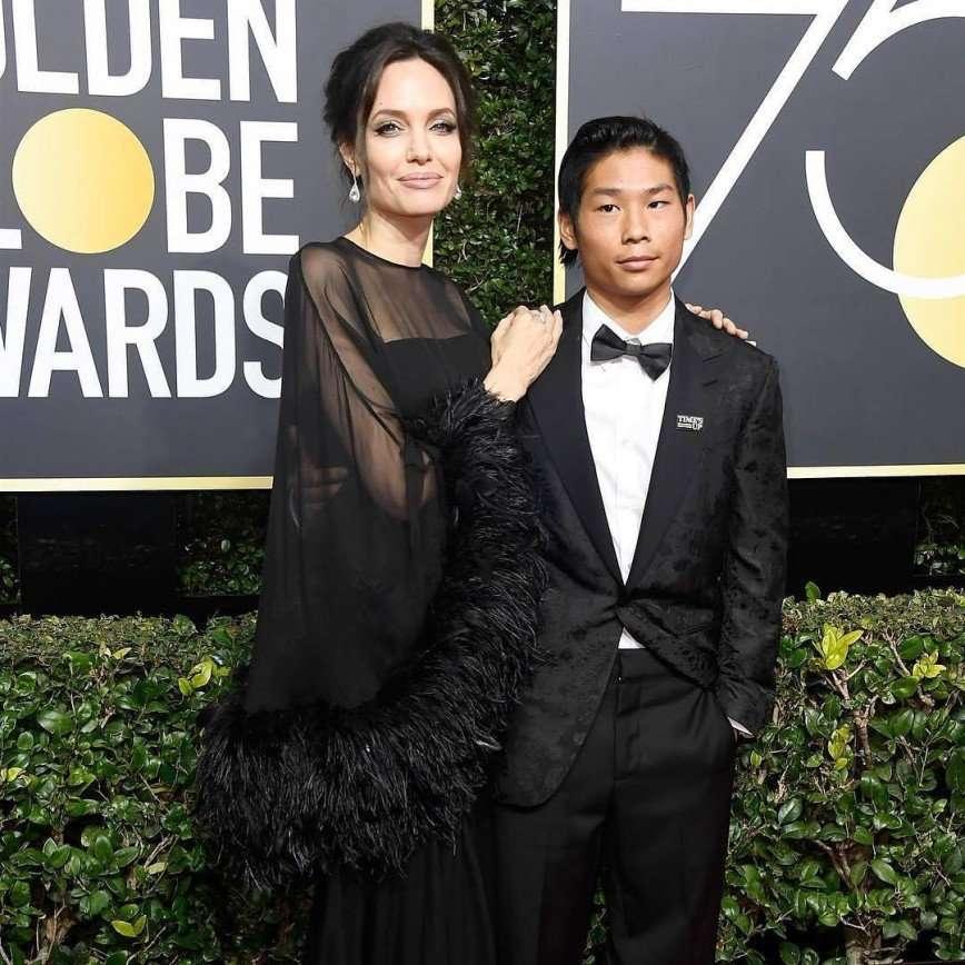 «Постарела без Питта»: Анджелина Джоли пришла на Золотой глобус в сопровождении сына