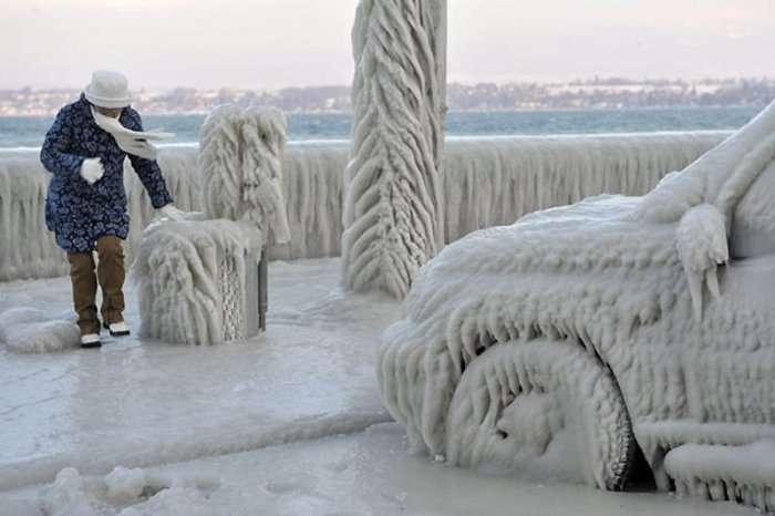 Ледяные скульптуры на Женевском озере