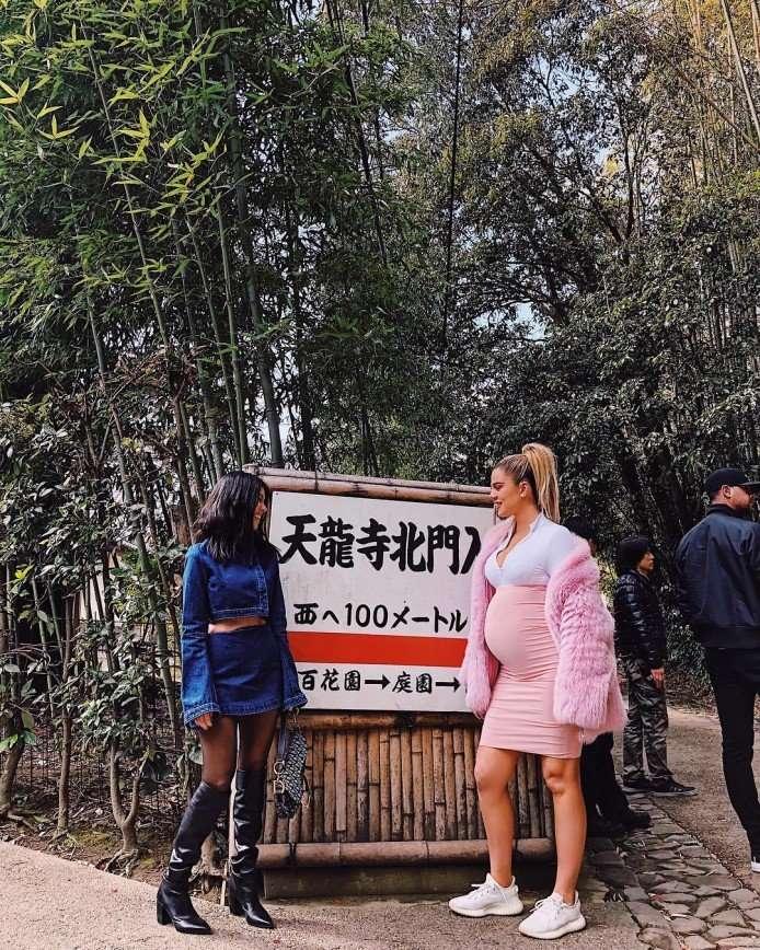Кортни и Хлое Кардашьян насладились японским колоритом