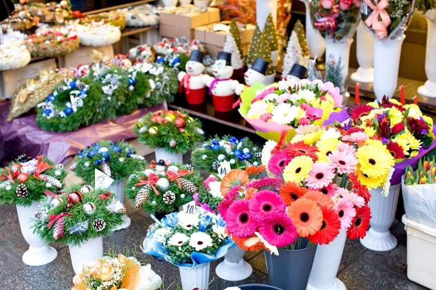 Цветочный рынок на улице Виру в канун Рождества