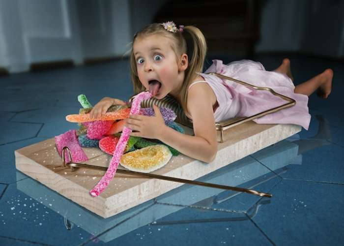 Отец троих дочерей создает забавные семейные снимки