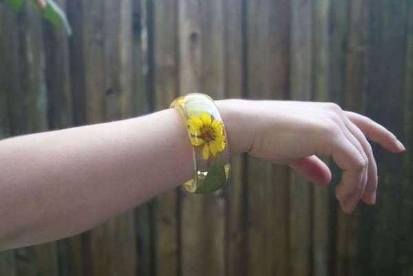 Оригинальные браслеты с настоящими цветами