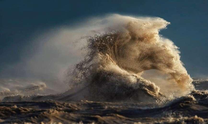 Бушующие волны озера Эри
